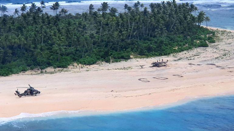 """Pacifique : trois naufragés sauvés par leur """"SOS"""" écrit sur la plage"""
