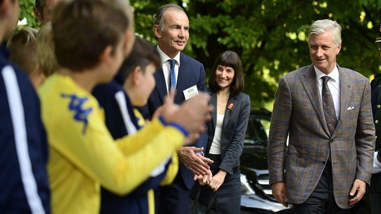 """Visite royale à l'opération """"We welcome young refugees"""" du Kraainem FC"""