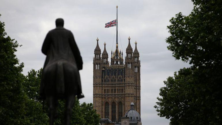 Royaume-Uni: l'armée commence à se déployer près du Parlement