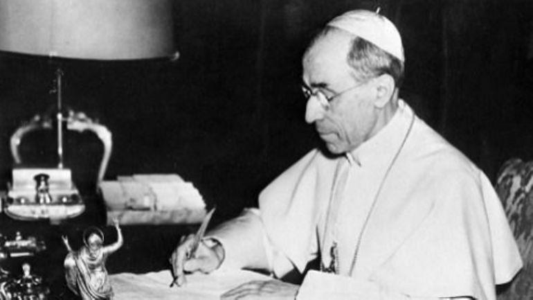 Que reproche-t-on a Pie XII, le pape de la seconde guerre mondiale?