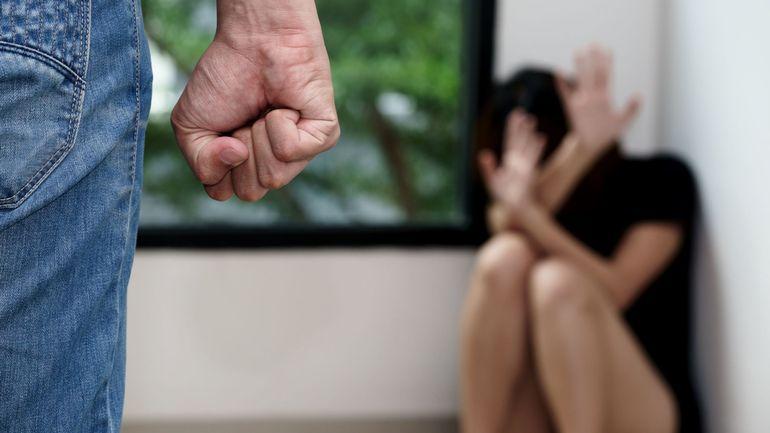 Coronavirus en Belgique: les lignes d'écoute pour les victimes de violences conjugales sont saturées