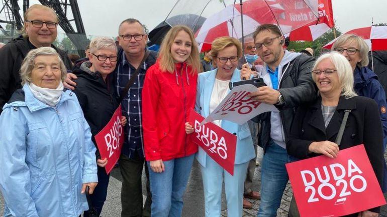 Des eurodéputés font campagne en Pologne sans respecter les mesures anti-coronavirus puis rentrent à Bruxelles