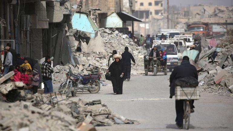 Conflit en Syrie: les dizaines de cadavres découverts dans un charnier à Raqa