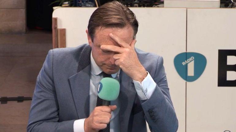 Bart De Wever fond en larmes lors d'une interview à la VRT évoquant le décès de son père
