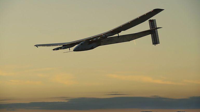 """Bertrand Piccard à bord du Solar Impulse: """"Implanter ces nouvelles technologies dans la réalité"""", ou """"tout cela n'aura été que science-fiction&quo"""