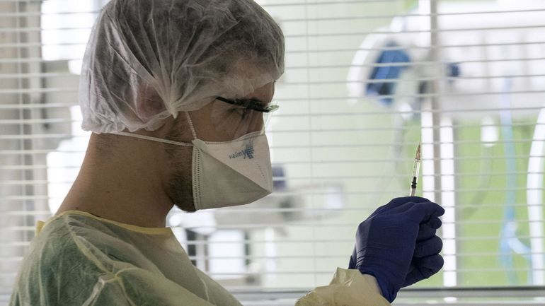 """Coronavirus en France: """"elle avait du mal à reprendre son souffle"""", Julie, 16 ans, décède des suites du virus"""