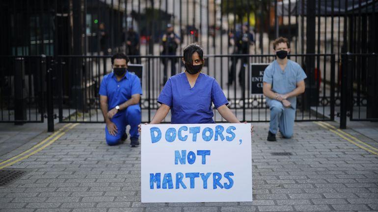 Royaume-Uni: 48.000 morts attribués au nouveau coronavirus