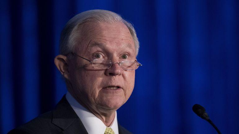 Jeff Sessions, le ministre de la Justice de Trump sur un siège éjectable