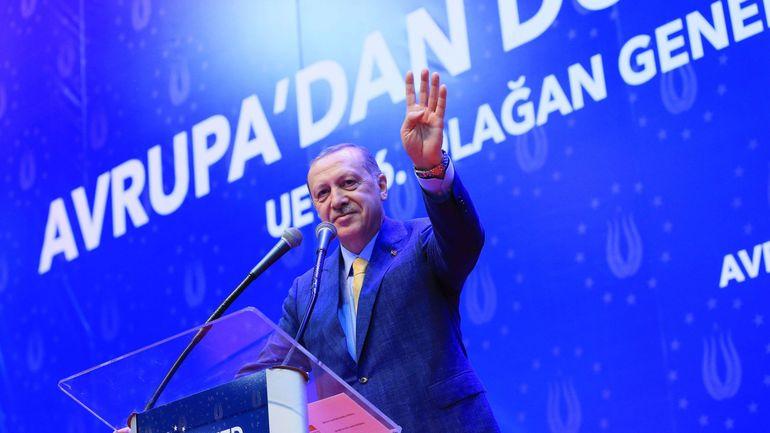 Erdogan appelle les Turcs d'Europe à le soutenir
