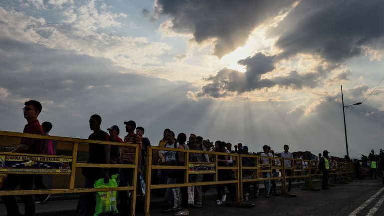 Le Venezuela ordonne la fermeture de sa frontière avec la Colombie