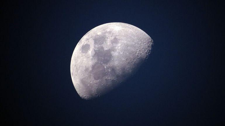 Lune, Mars... pourquoi il ne faut absolument pas rater le spectacle visible dans le ciel ce vendredi