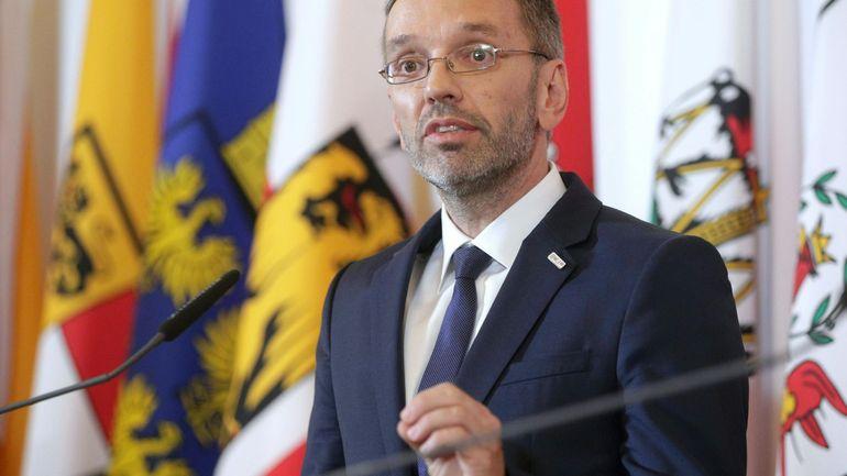 Autriche: le ministre de l'Intérieur FPÖ limogé, tous les ministres du parti d'extrême-droite démissionnent