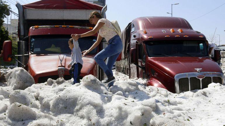 Grêle sous les tropiques: la ville Guadalajara, au Mexique, recouverte par la glace