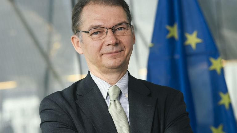 L'eurodéputé Philippe Lamberts dénonce avec humour les dépenses pour le remplacement des F-16