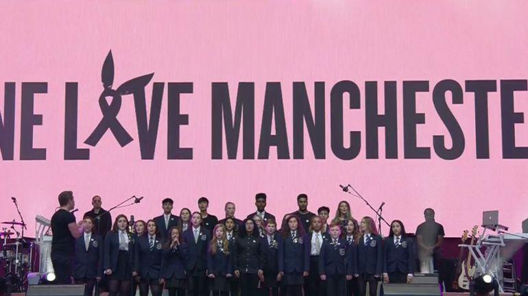 """Gros moments d'émotions au """"One Love Manchester"""", où Ariana Grande a chanté avec des enfants (direct)"""