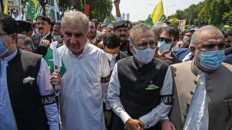 Des milliers de Pakistanais manifestent un an après l'abolition du statut du Cachemire