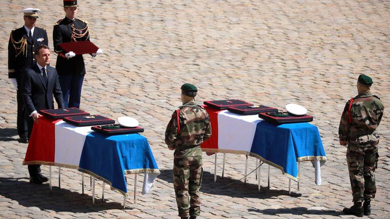 La France a rendu un hommage national aux deux militaires tués au Burkina Faso