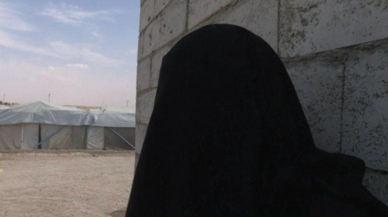 Dans le camp d'Al-Hol en Syrie, une française explique qu'elle ne veut pas être rapatriée