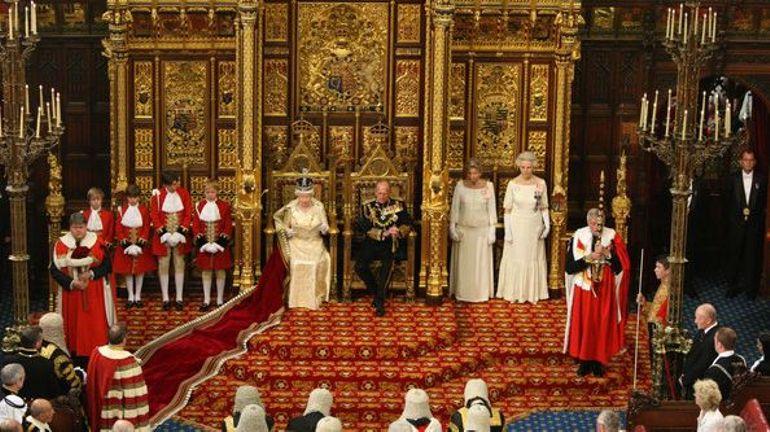 Boris Johnson suspend le Parlement: mais que pouvait faire la Reine d'Angleterre?