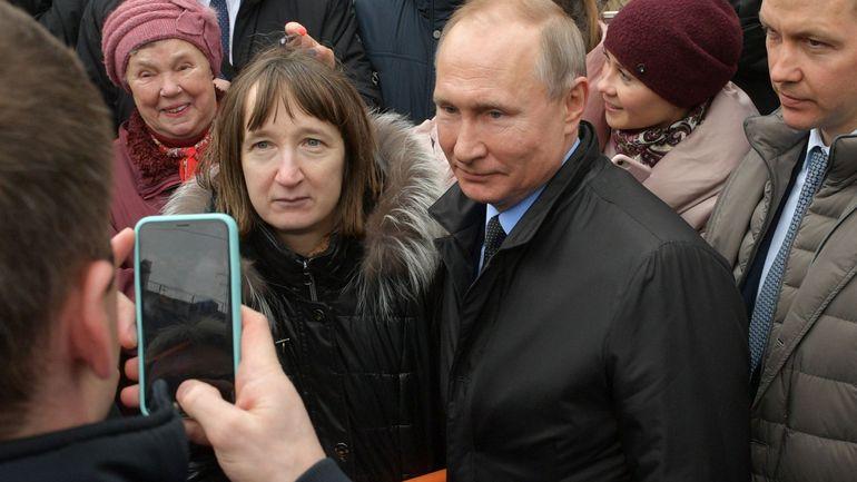 Russie: Vladimir Poutine pris à partie sur son salaire par une habitante de Saint-Petersbourg