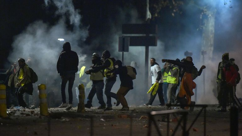 Gilets jaunes: un total de 1082 interpellations samedi à Paris