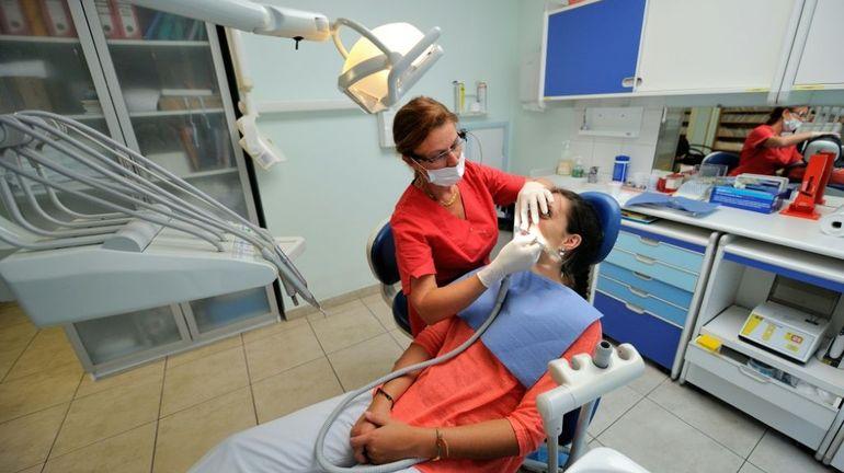 Les cabinets de dentisterie français appelés à fermer leurs portes à partir de lundi