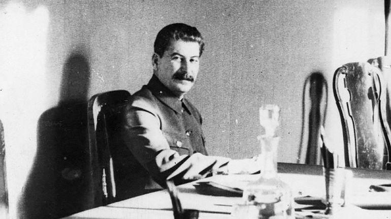 A la table des tyrans… Dis-moi ce que tu manges, je te dirai quel dictateur tu es!