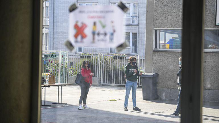 Inscriptions dans le secondaire à Bruxelles : 913 élèves en attente pour 785 places de libre